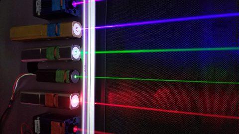 レーザーカオス光で乱数発生、粘菌のふるまいでパラメータ調整 物理現象と生物の仕組みで強化学習を高速化